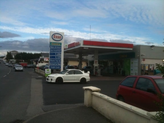 station carburant esso en irlande voitures