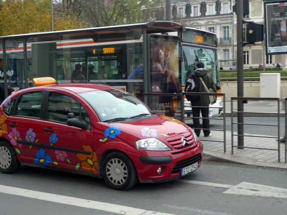 voiture auto ecole coloree