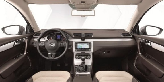 l'interieur de la vw passat sedan 2011