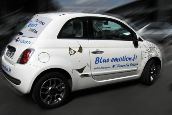 une fiat 500 en total covering pub