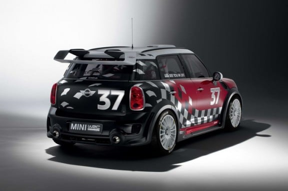 l'arriere de la mini country man de rallye