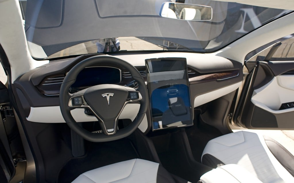 tesla model x prix sortie et performances motorisations. Black Bedroom Furniture Sets. Home Design Ideas