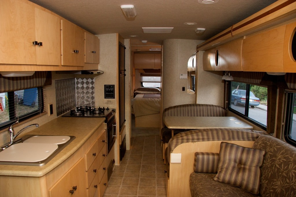 Interieur camping car interieur camping car sur for Store interieur camping car