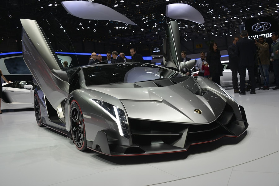 la sonorit moteur de la lamborghini veneno. Black Bedroom Furniture Sets. Home Design Ideas