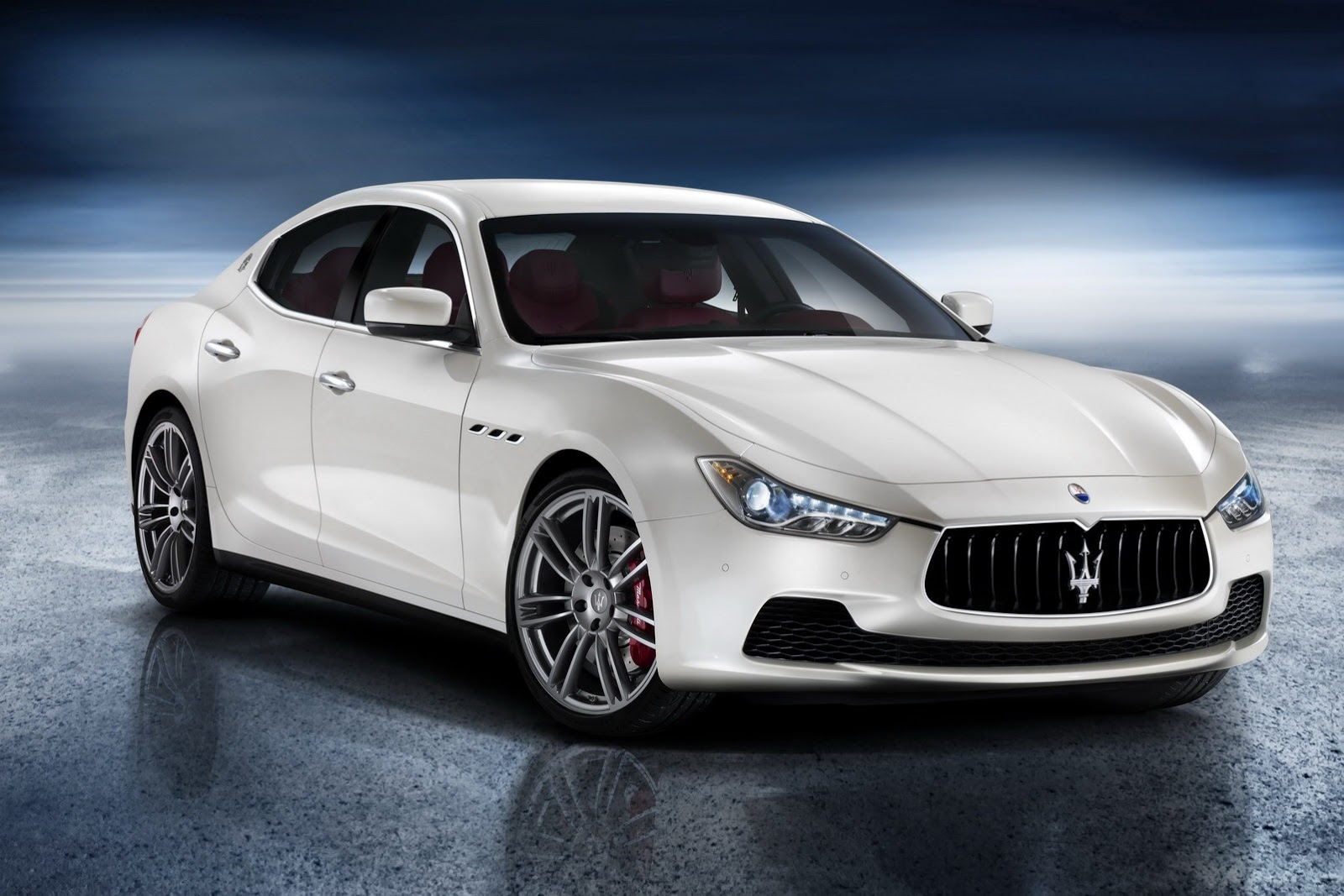 maserati ghibli iii 2013 la berline qui vise les allemandes. Black Bedroom Furniture Sets. Home Design Ideas