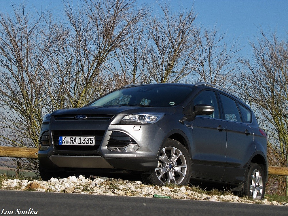 essai kuga 2013 test en d tail du suv ford. Black Bedroom Furniture Sets. Home Design Ideas