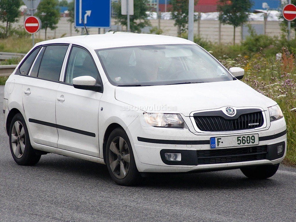 La Skoda Rapid se décline en break : les photos volées