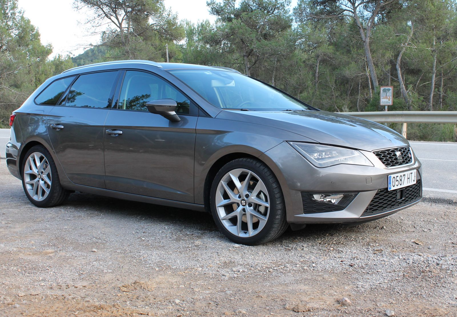 la seat leon st 2014 en tsi et tdi l 39 essai. Black Bedroom Furniture Sets. Home Design Ideas