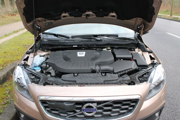 compartiment moteur v40 cross country d3 150 geartronic