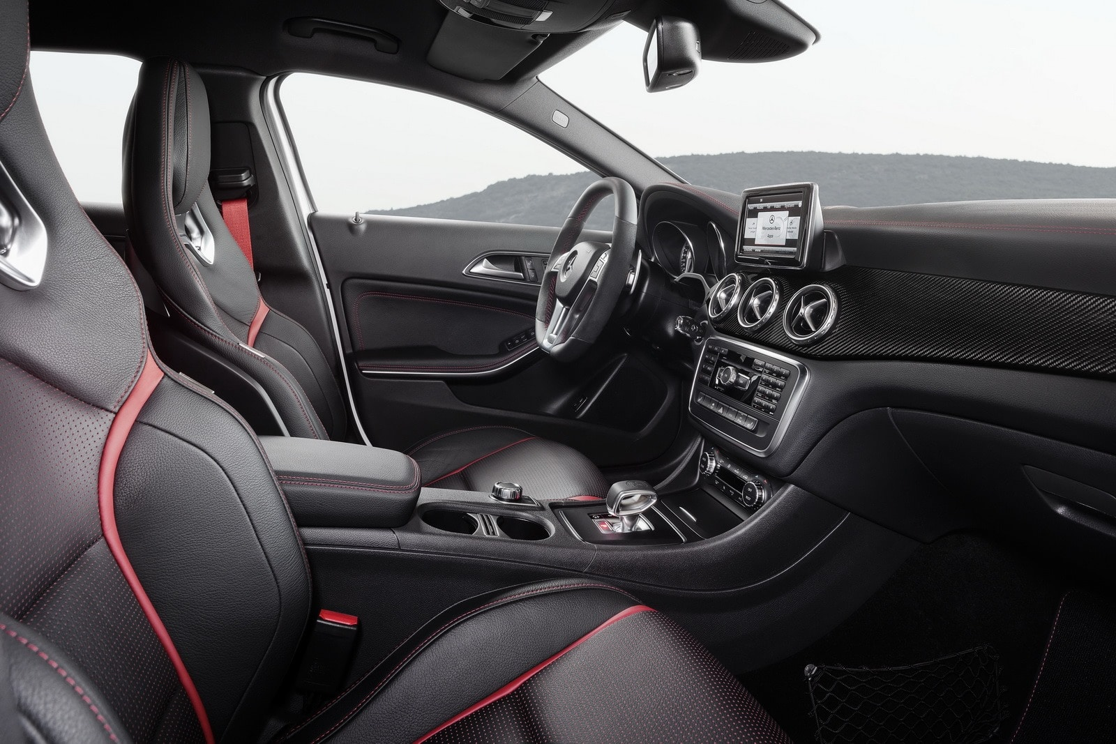 mercedes gla 45 amg 2014 moteur sortie et prix du suv. Black Bedroom Furniture Sets. Home Design Ideas