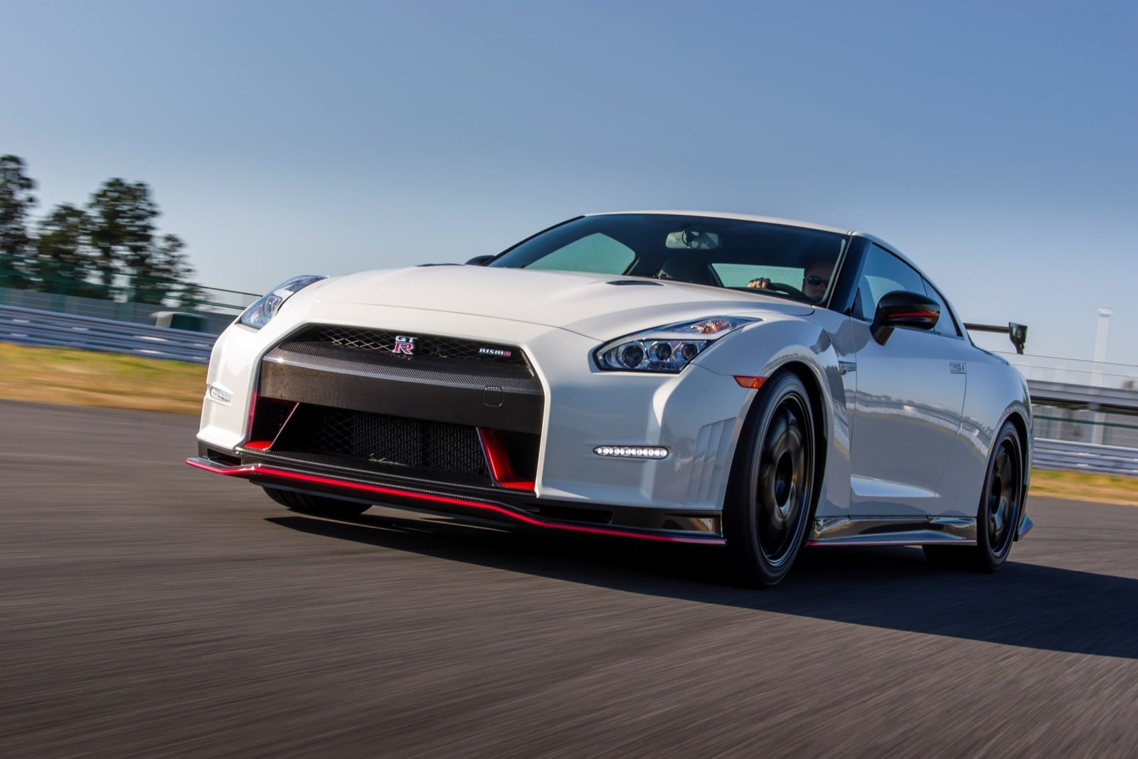nissan gtr nismo prix et commercialisation connus. Black Bedroom Furniture Sets. Home Design Ideas