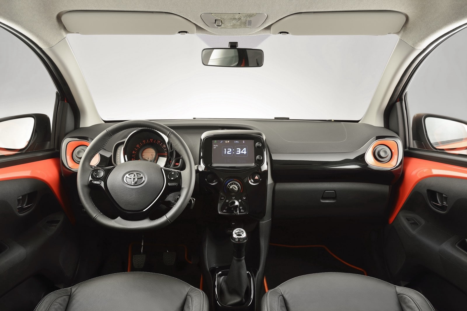toyota aygo 2014 une petite citadine qui se d marque. Black Bedroom Furniture Sets. Home Design Ideas