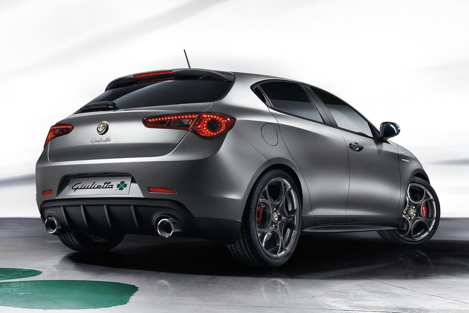 voici les alfa romeo giulietta et mito qv 2014. Black Bedroom Furniture Sets. Home Design Ideas