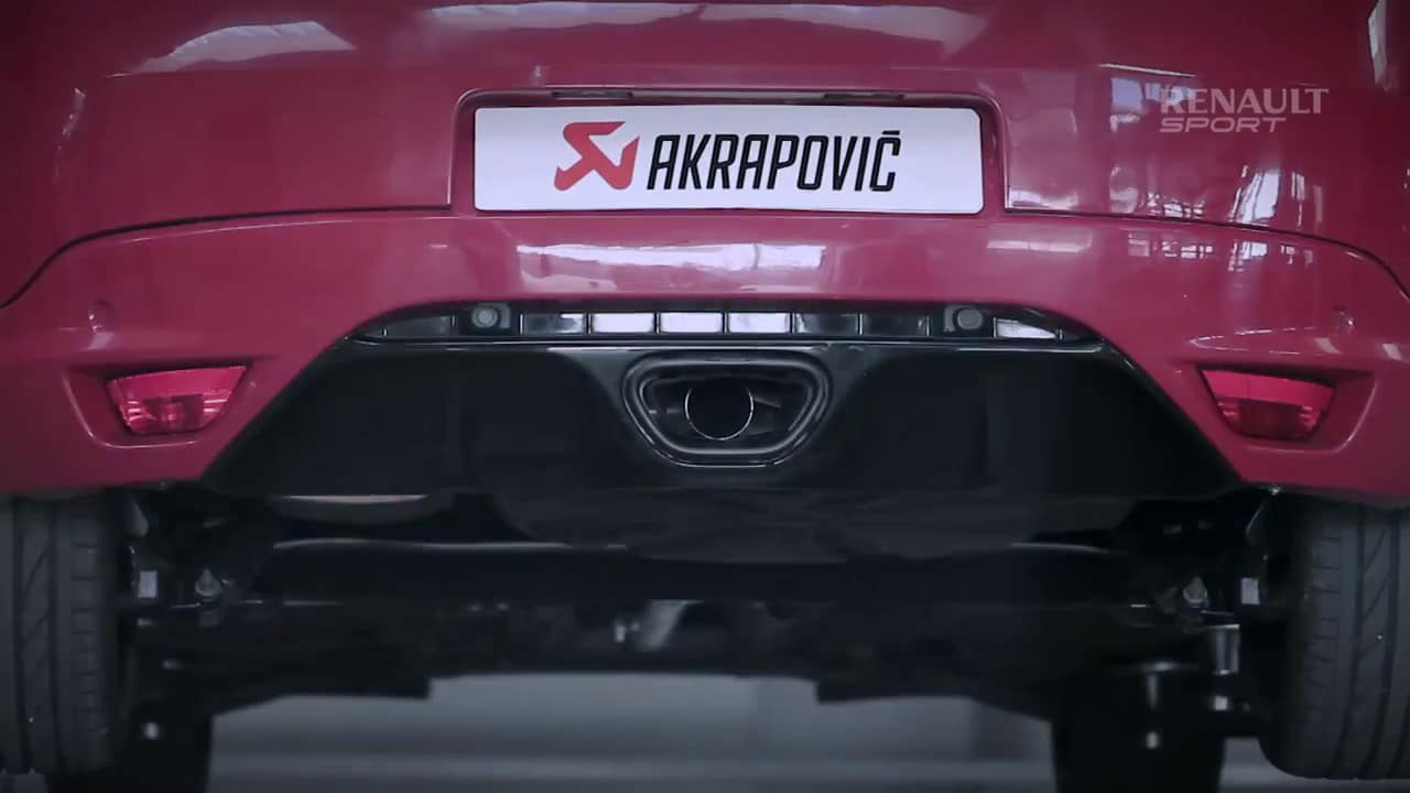 vid o la renault megane rs r aux mains d 39 akrapovic. Black Bedroom Furniture Sets. Home Design Ideas