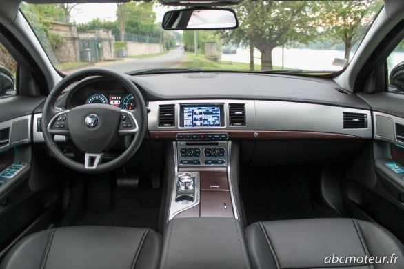 interieur Jaguar XF Black Edition