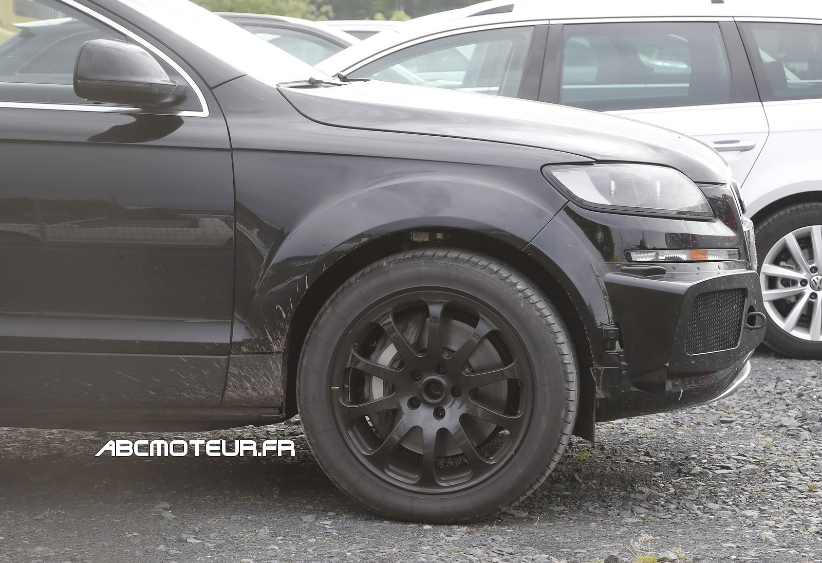 spyshot le futur suv bentley se cache encore. Black Bedroom Furniture Sets. Home Design Ideas