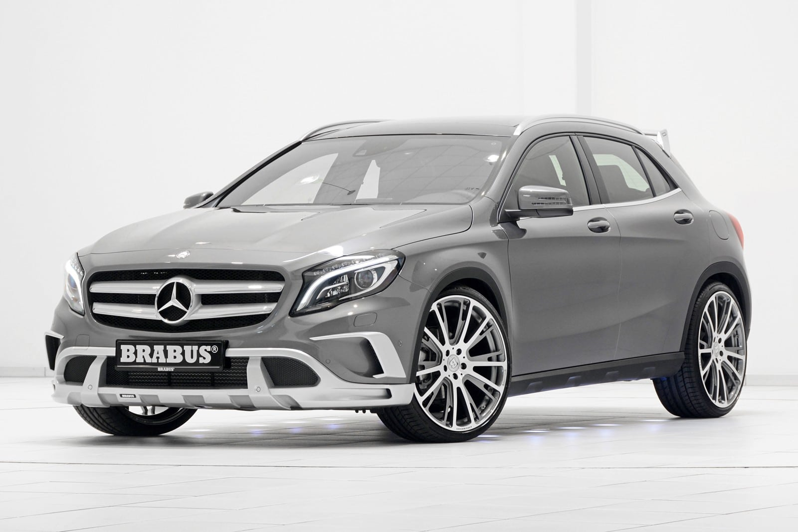 une mercedes gla brabus bas e sur 45 amg ou la 220 cdi. Black Bedroom Furniture Sets. Home Design Ideas