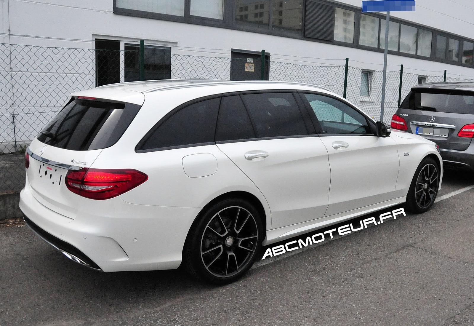 les photos vol es de la mercedes c 450 amg sport break. Black Bedroom Furniture Sets. Home Design Ideas