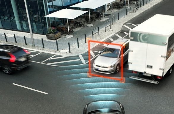 Volvo-XC90-intersection-assist