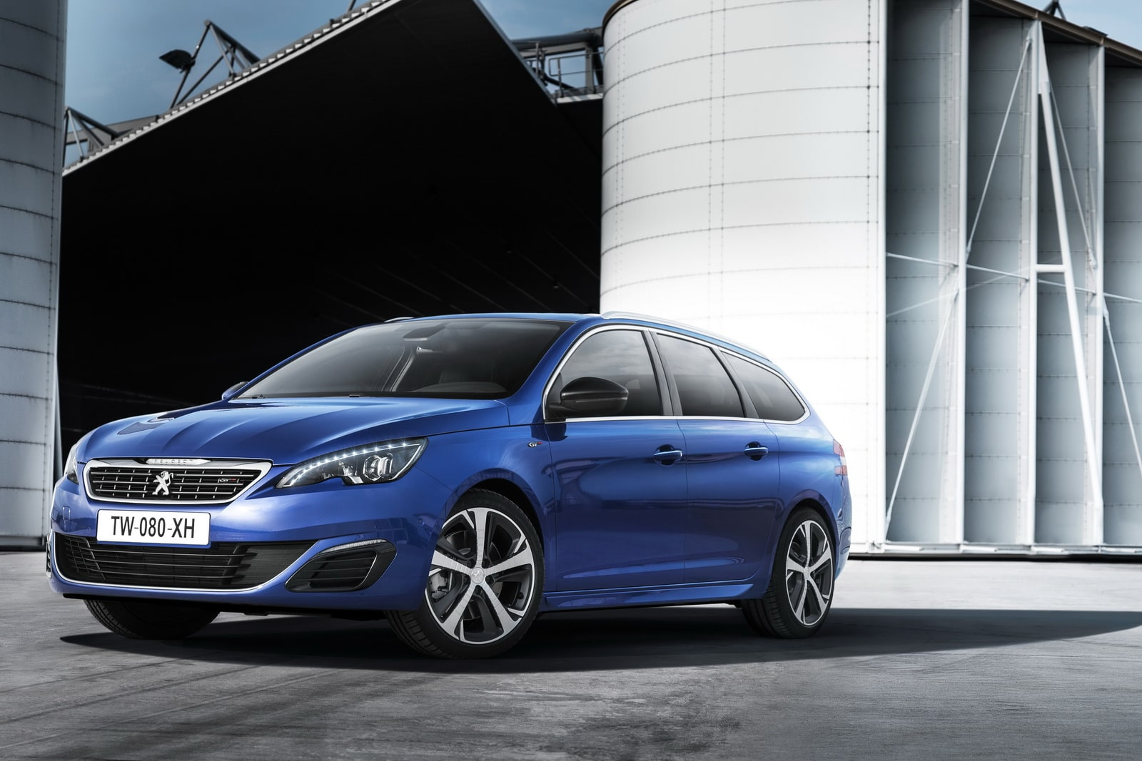 la peugeot 308 gt en essence diesel cinq portes et break. Black Bedroom Furniture Sets. Home Design Ideas