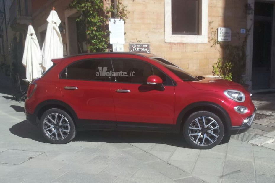 de nouvelles photos vol es pour la fiat 500x. Black Bedroom Furniture Sets. Home Design Ideas
