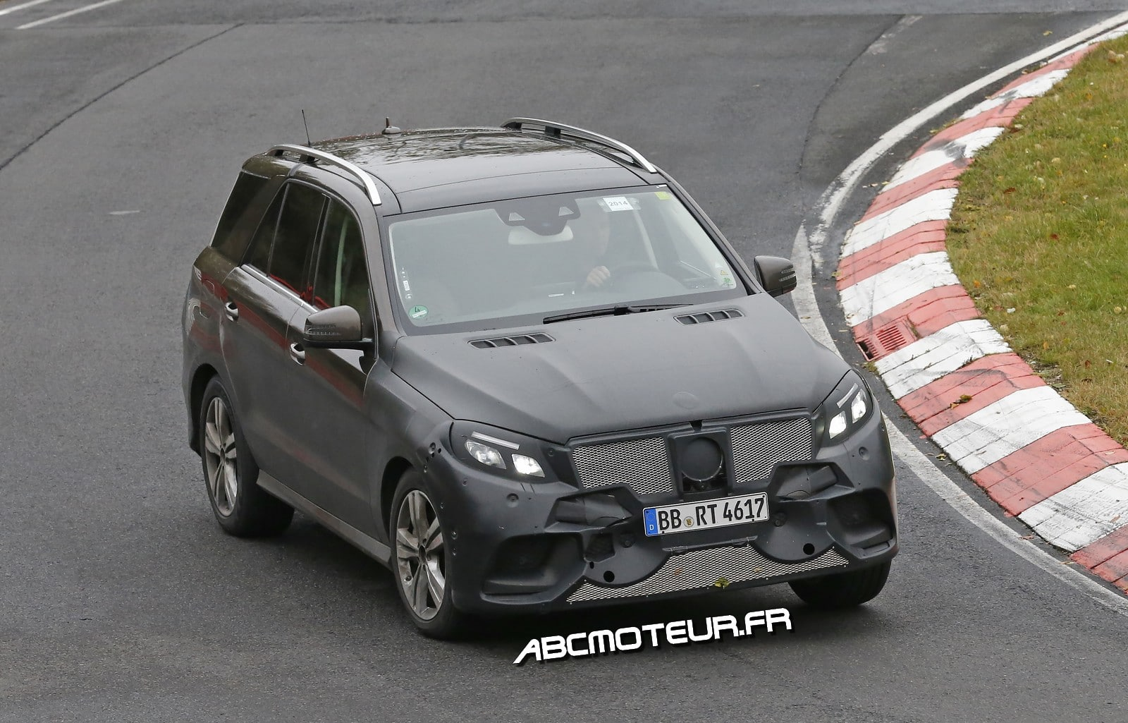 Spy-shots : le Mercedes ML passe au Plug-In Hybrid