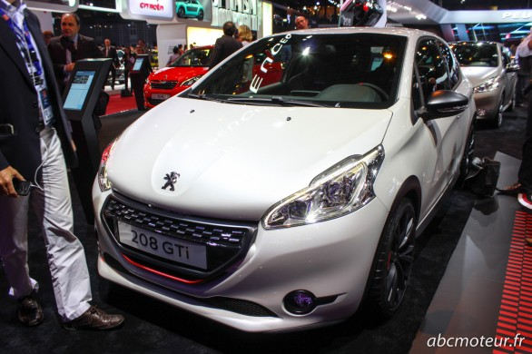 Peugeot 208 GTi 30th blanche Paris 2014