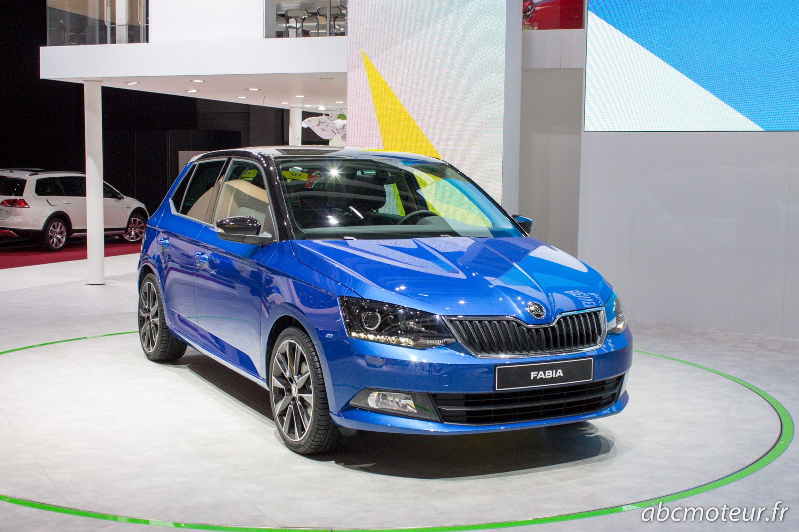 la nouvelle fabia sur le stand skoda au mondial de l 39 auto. Black Bedroom Furniture Sets. Home Design Ideas