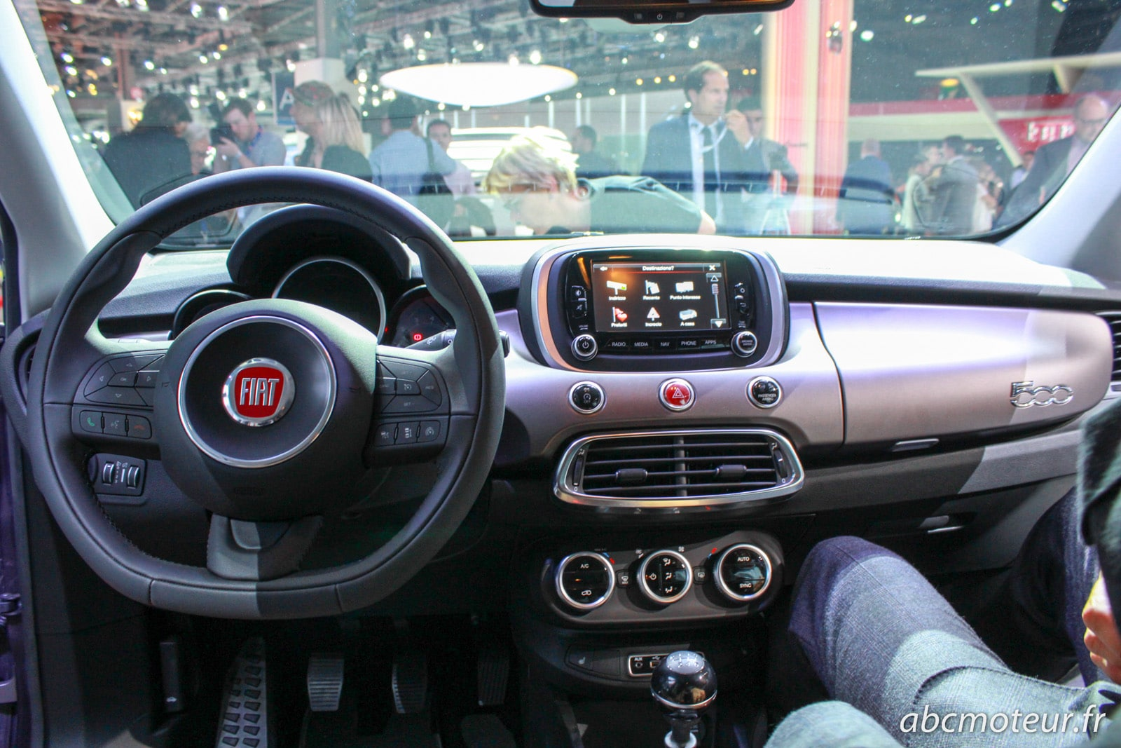 La nouvelle fiat 500x se d voile au salon de paris for Fiat 500 x interieur
