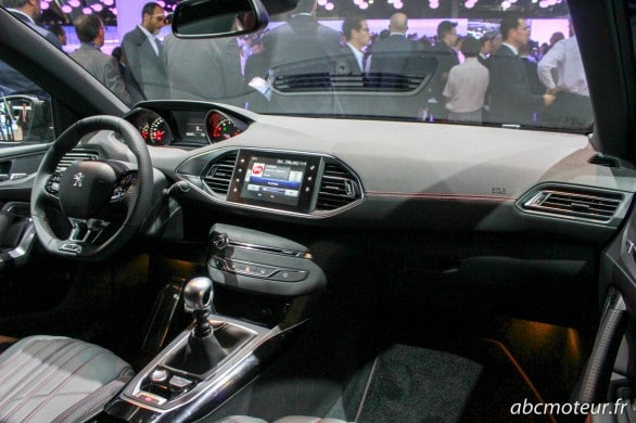 interieur Peugeot 308 GT Paris 2014