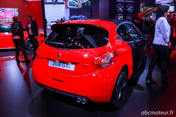 vue 3-4 arriere Peugeot 208 GTi 30th Paris 2014