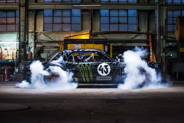 ken-block-gymkhana-7-ford-mustang-1965-burnout