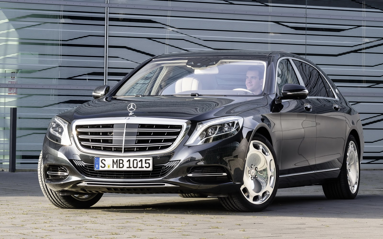 voici les tr s luxueuses mercedes maybach s 500 s 600. Black Bedroom Furniture Sets. Home Design Ideas