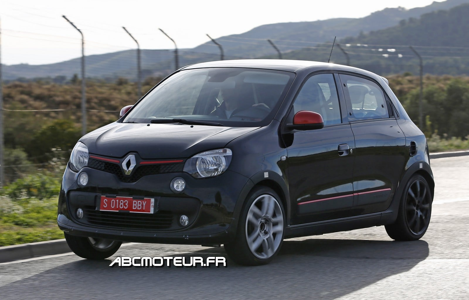 la future renault twingo rs gt surprise l 39 essai. Black Bedroom Furniture Sets. Home Design Ideas