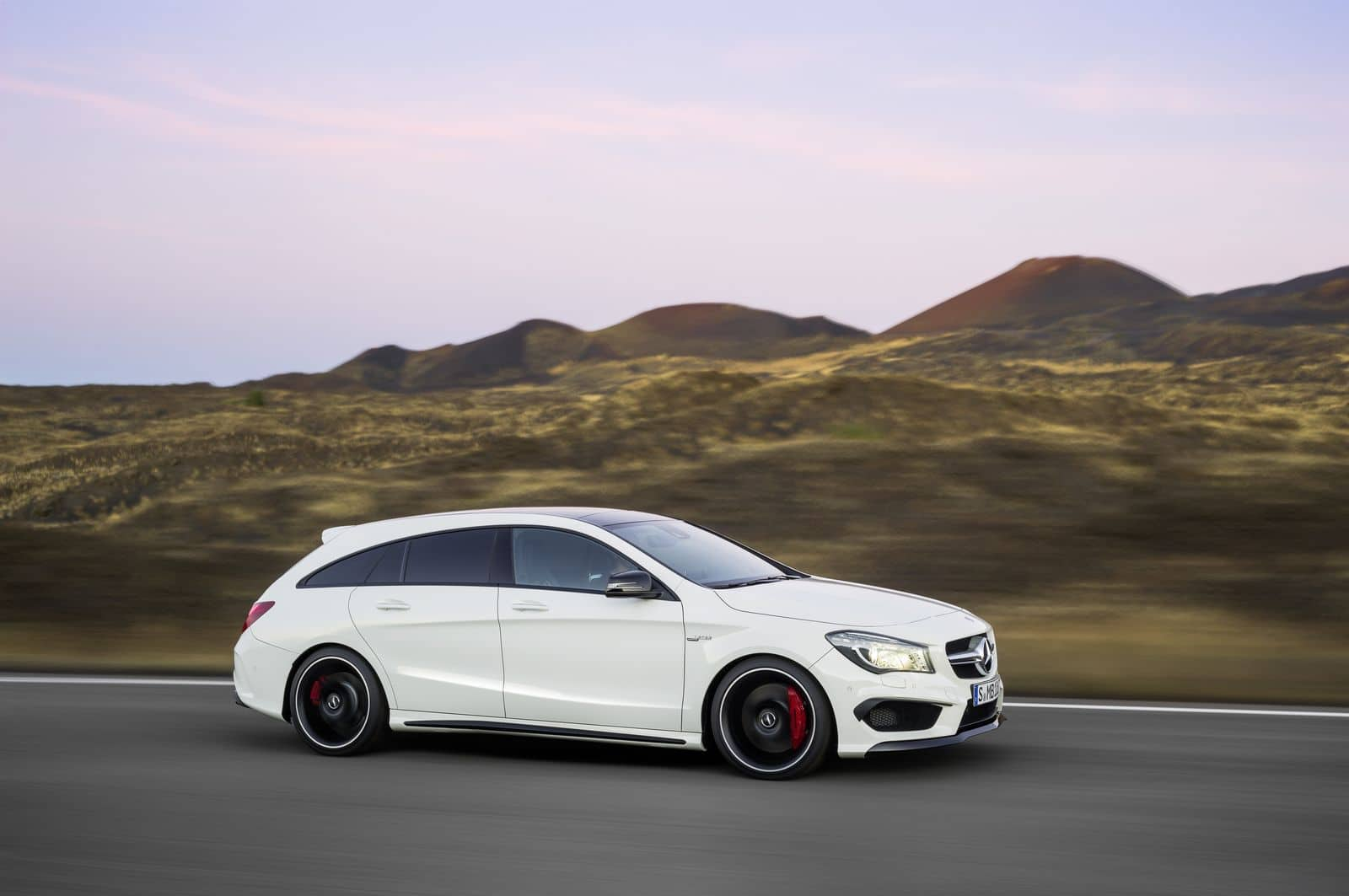 mercedes pr sente les cla et cla 45 amg shooting brake. Black Bedroom Furniture Sets. Home Design Ideas