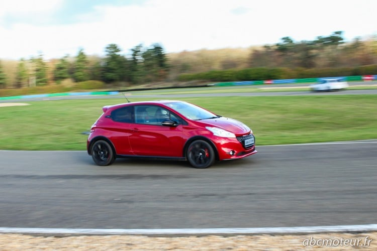 Peugeot 208 GTi 30th circuit Dreux