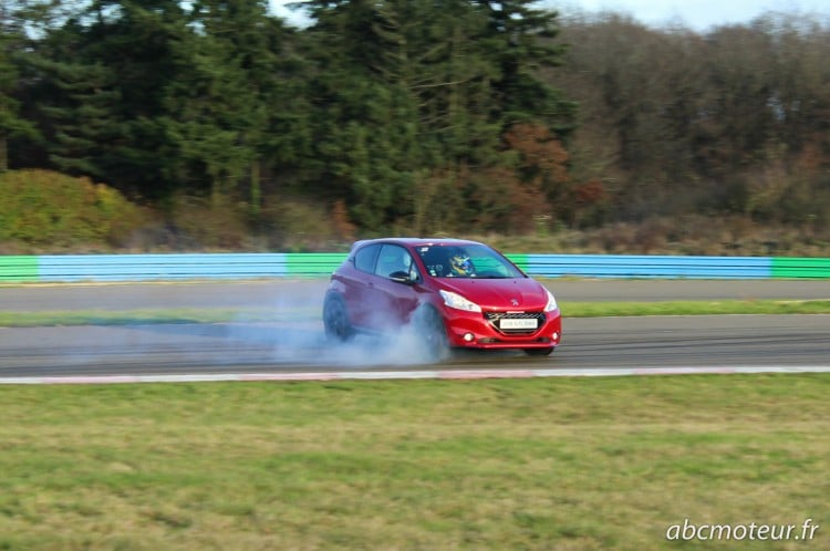 Peugeot 208 GTi 30th drift