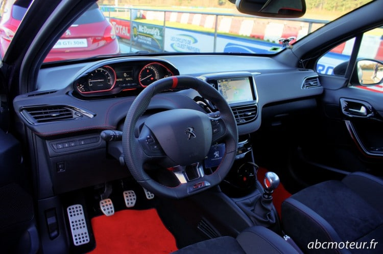 interieur Peugeot 208 GTi 30th