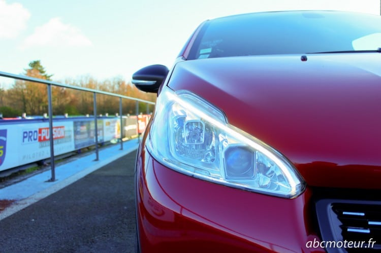 optique avant Peugeot 208 GTi 30th