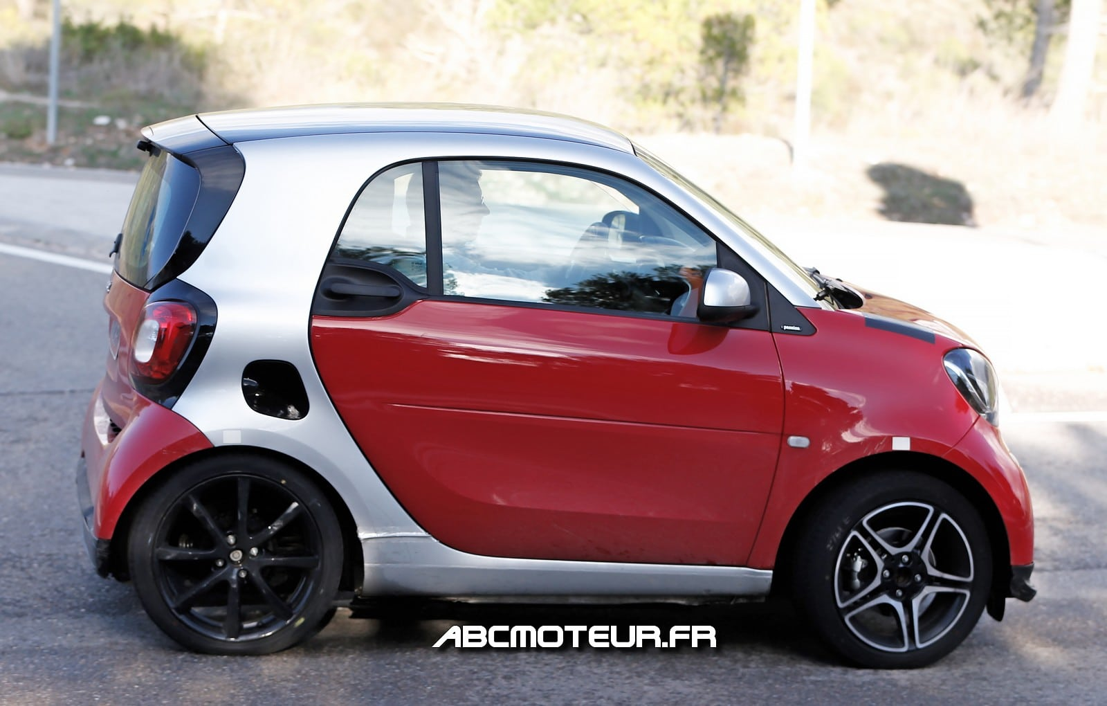 smart fortwo brabus 2015 un moteur plus puissant. Black Bedroom Furniture Sets. Home Design Ideas