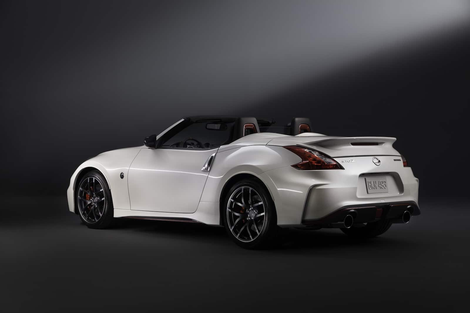 surprise la nissan 370z nismo roadster au salon de chicago. Black Bedroom Furniture Sets. Home Design Ideas