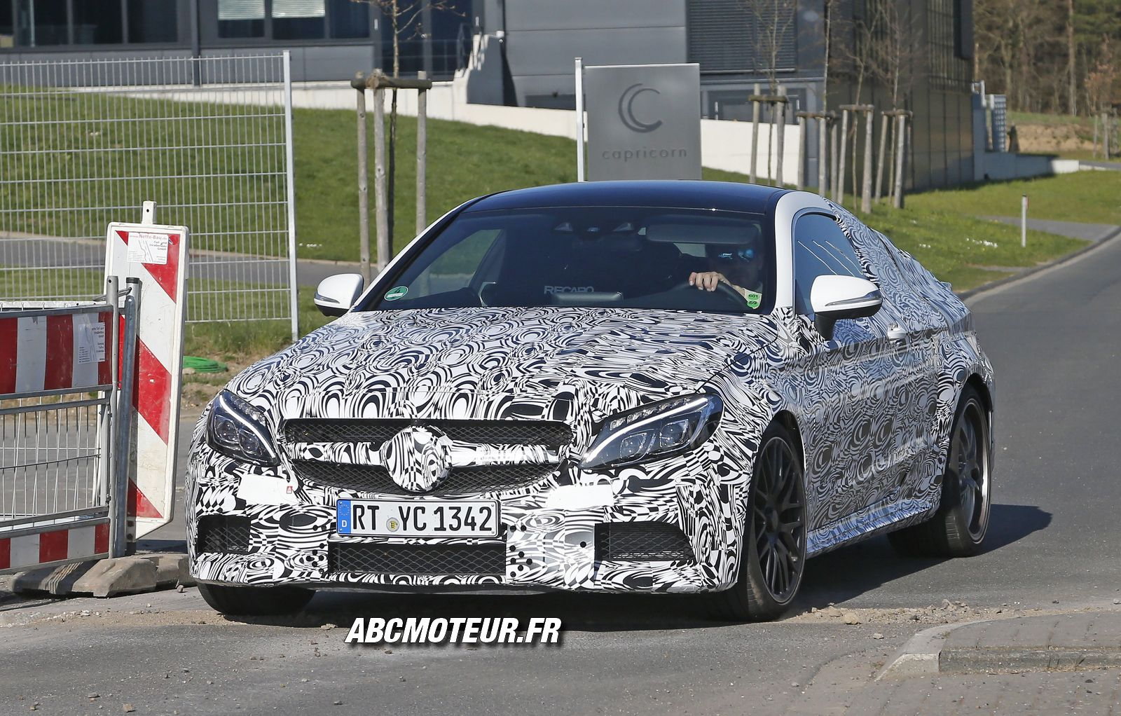 1ères photos espions de la Mercedes C 63 AMG Coupé 2016 !