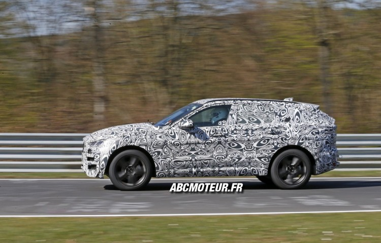 action Jaguar F-Pace 2016