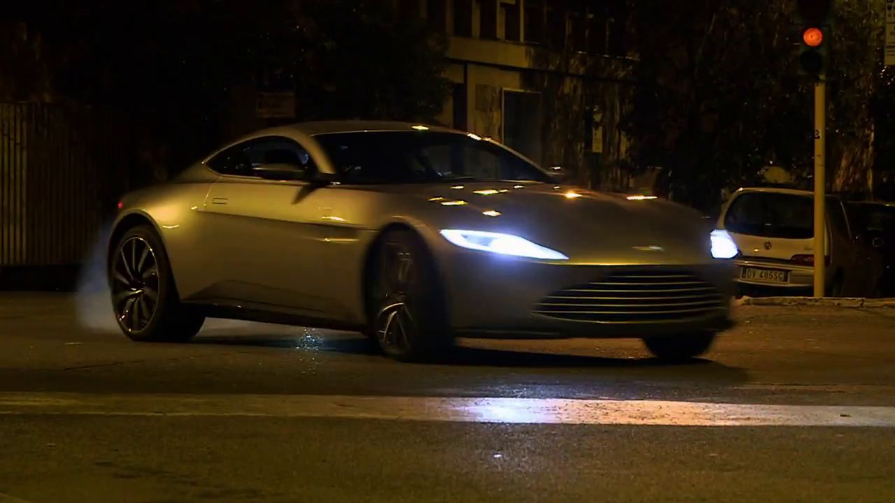 Les voitures du futur James Bond en action