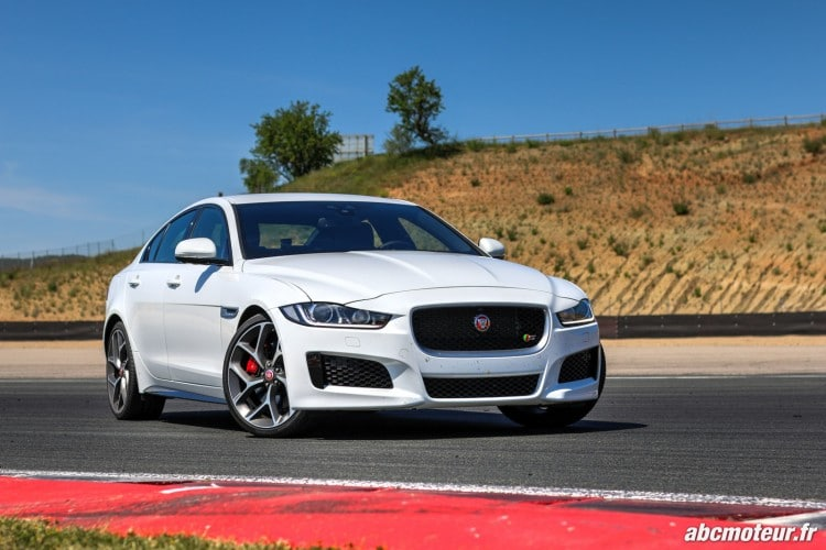 jaguar xe la nouvelle berline l 39 essai en diesel essence. Black Bedroom Furniture Sets. Home Design Ideas
