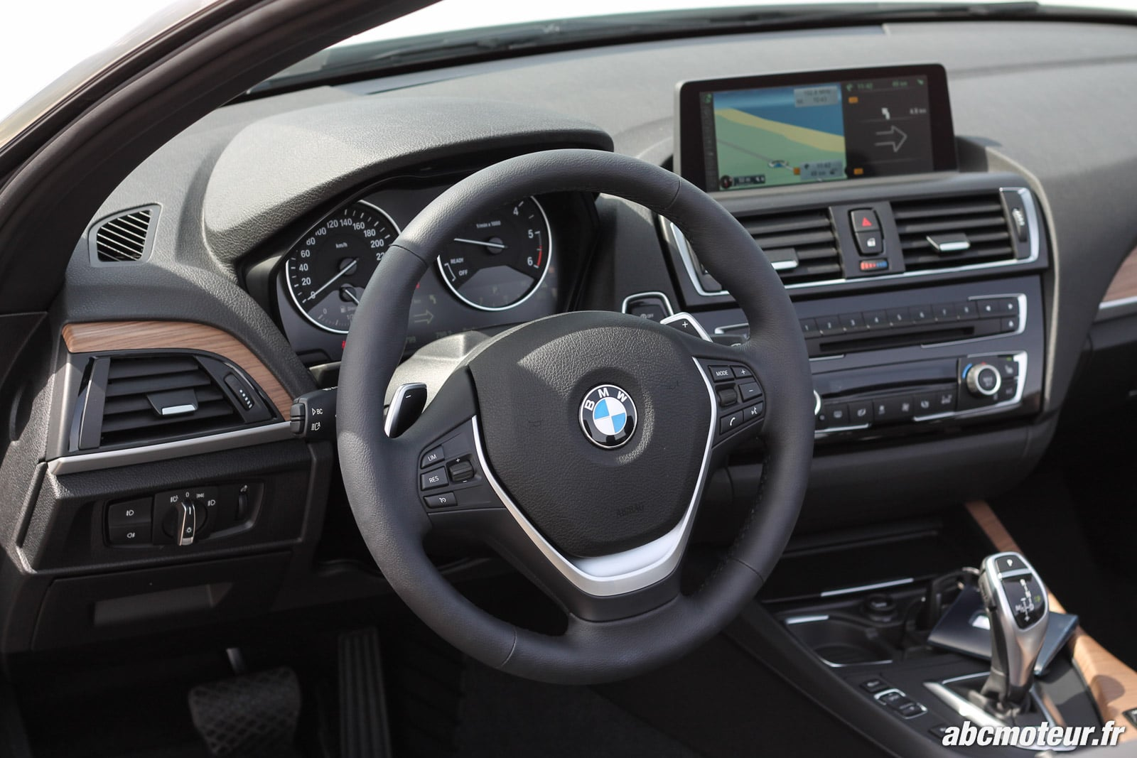 essai bmw s rie 2 cabriolet 220d m235i deux registres distincts. Black Bedroom Furniture Sets. Home Design Ideas