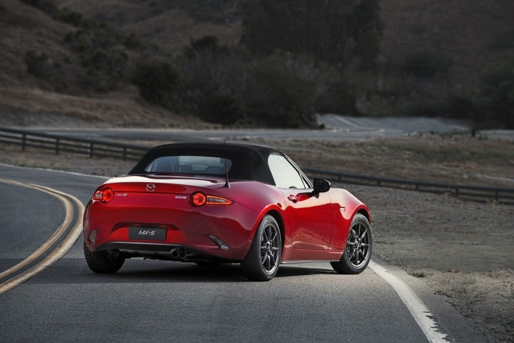 vue 3-4 arriere Mazda MX-5 ND 2015 capote