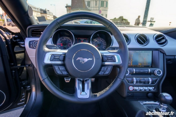 Ford Mustang Convertible EcoBoost volant