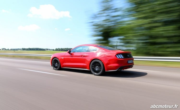 Ford Mustang Fastback GT dynamique-3