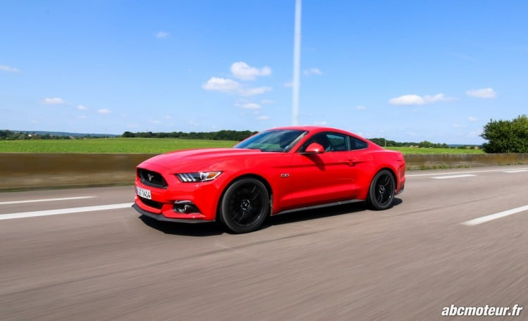 Ford Mustang Fastback GT dynamique-5